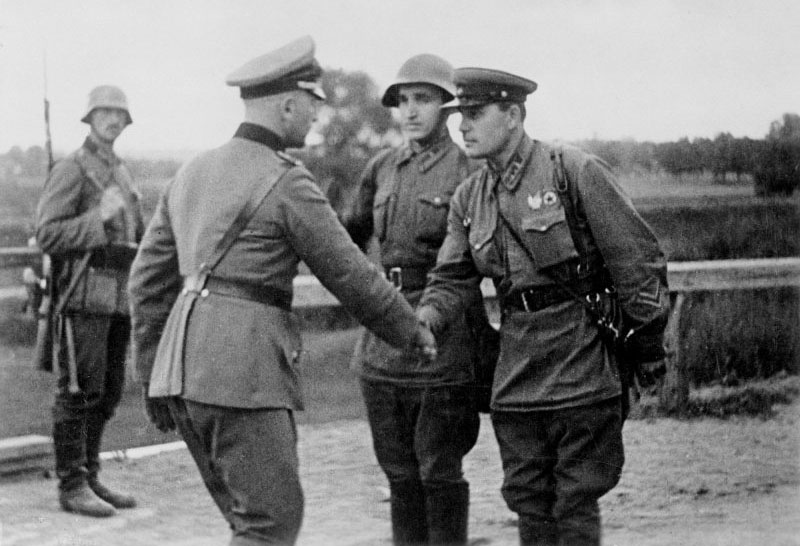 Немецкие и советские офицеры в 1939г