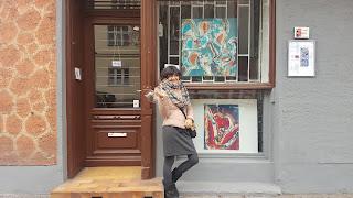 Exterior Kunstruam Le Girafe con obra Clara Tengonoff.