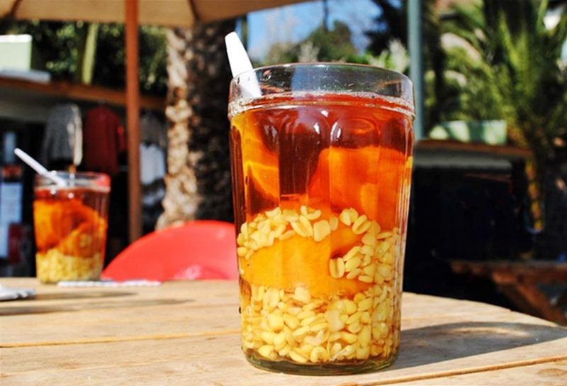 Bebidas típicas do Chile: pisco Sour; terremoto; mote con huesillo