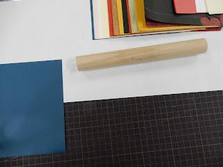 手製本工房まるみず組での絵巻制作体験風景(軸づくり)