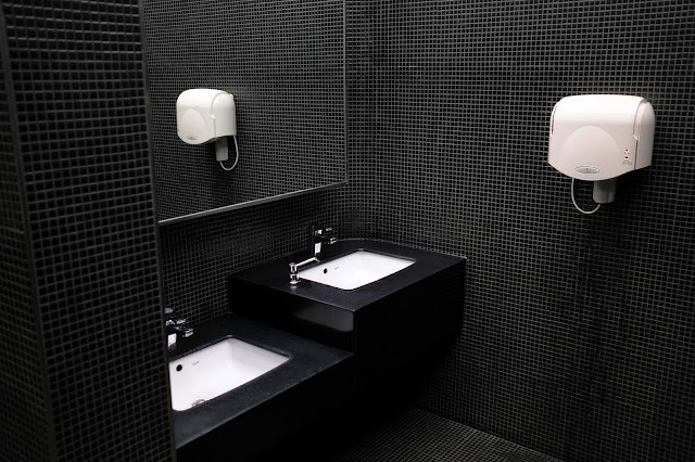Black is often present in modern bathrooms