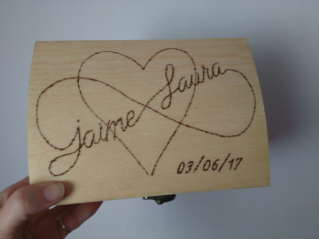 Porta alianzas personalizado madera