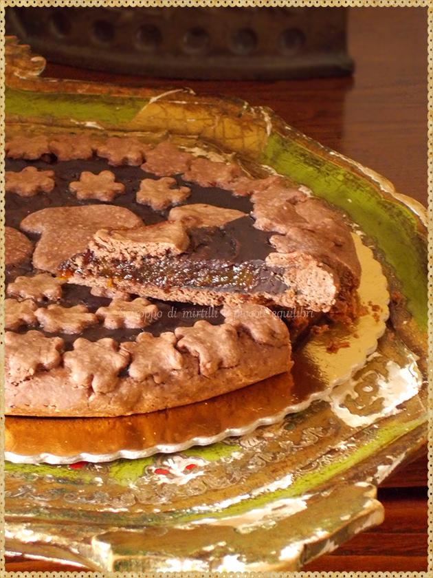Crostata all'olio e cacao con cioccolato e composta di zucca