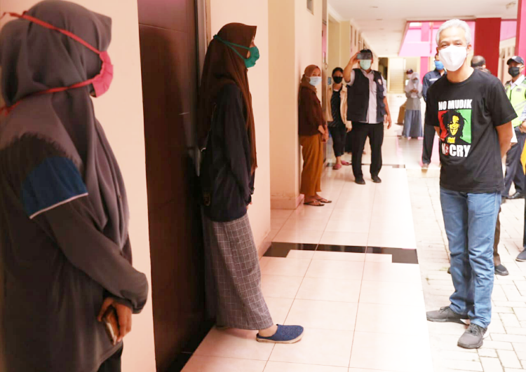 Ganjar Kirim Bantuan untuk 150 Mahasiswa di Rusunawa Undip