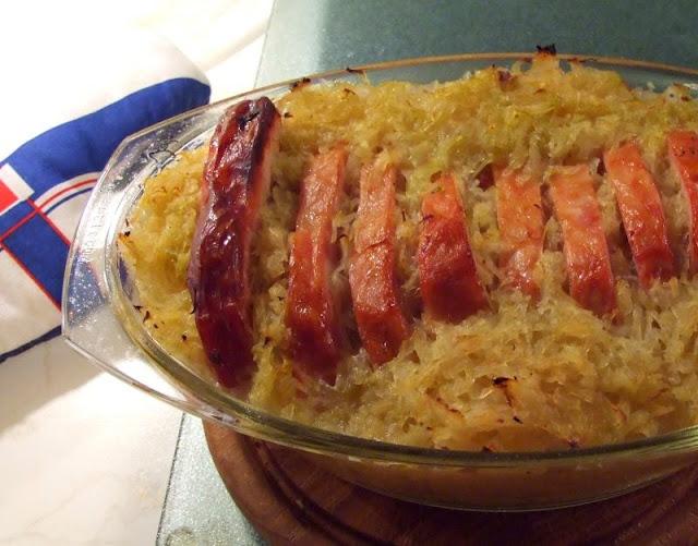 Rezept: Lecker Kassler mit Sauerkraut aus dem Backofen. Ein deftiges Essen und im Ofen schnell gemacht!