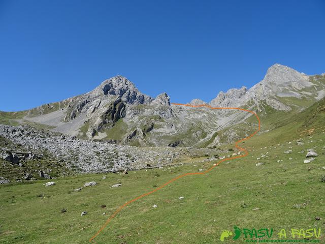 Ruta Peña Ubiña por la Arista Norte: Vega de Meicín