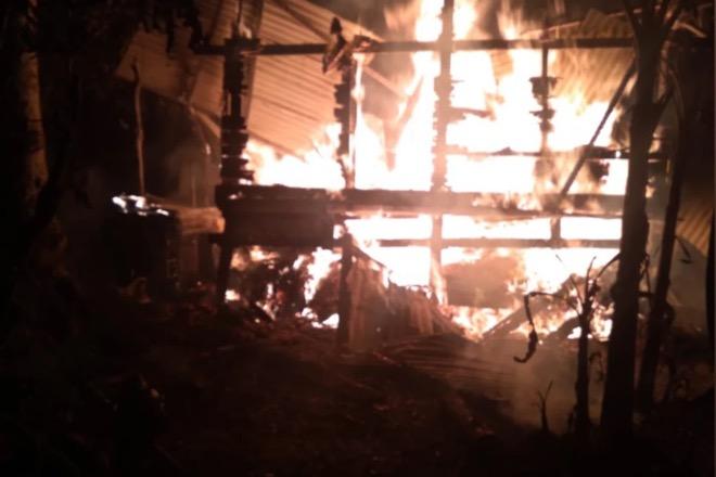 Kebakaran, Satu Rumah Panggung di Palakka Rata Dengan Tanah