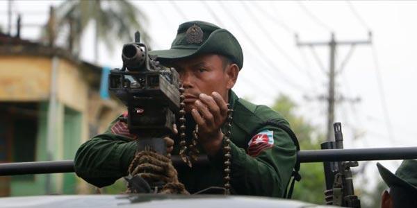 Tentara Myanmar dan Ekstremis Buddha Bentrok, Rohingya Terperangkap