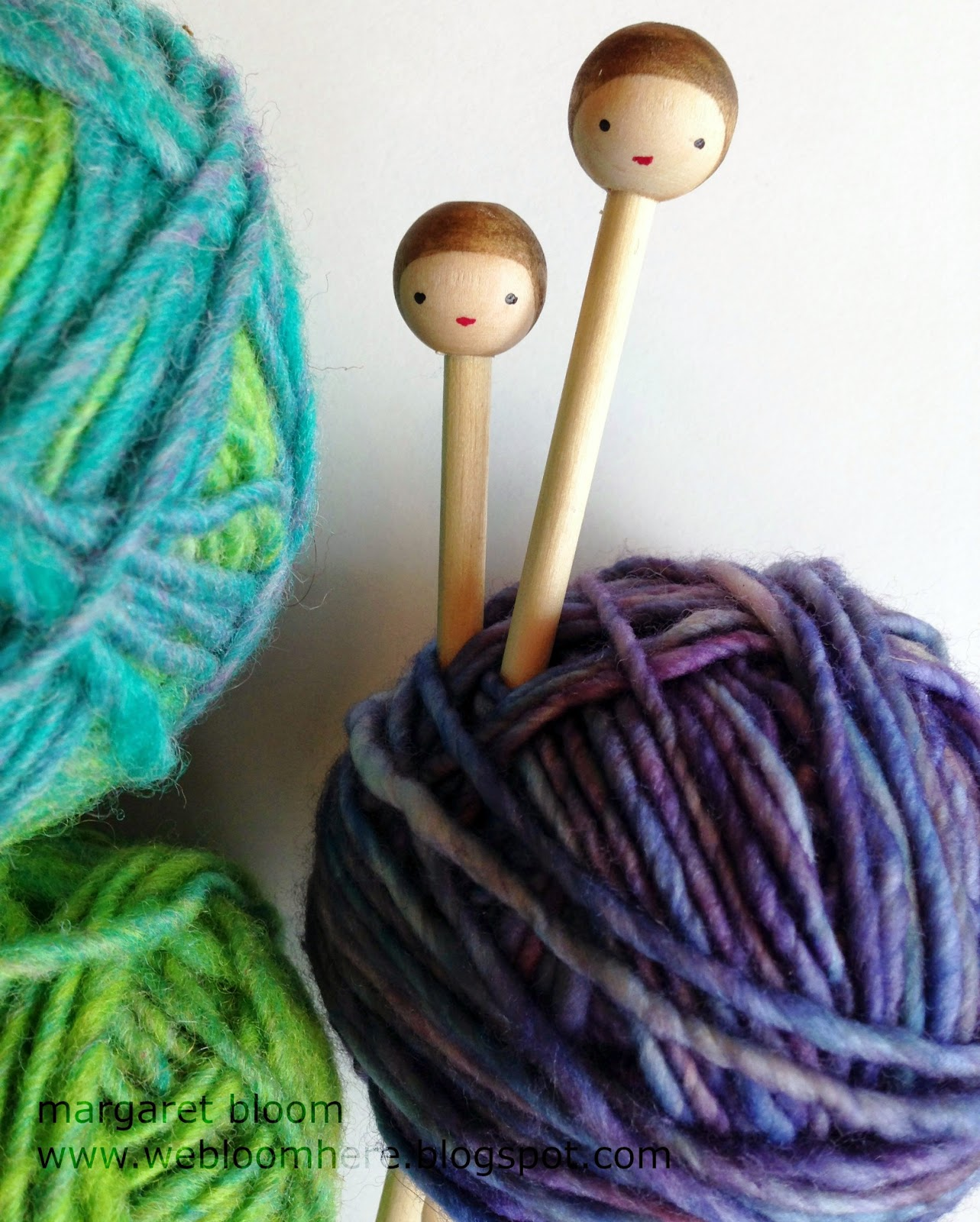 http://webloomhere.blogspot.com/2014/11/hair-sticks-knitting-needles-tutorial.html