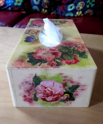 Caja de pañuelos decoupage