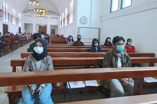 Mengaku Perwakilan Umat Islam, Gerombolan Remaja Ini Ikuti Misa Natal di Gereja Katolik Cirebon