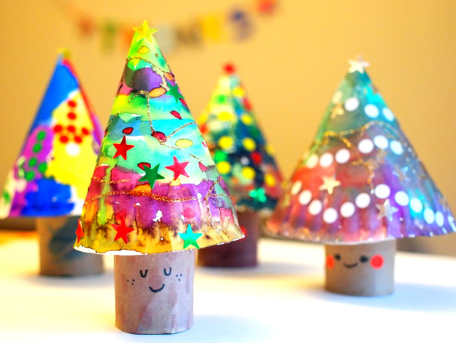3D Paper Plate and Toilet Roll Christmas Trees to paint with kids