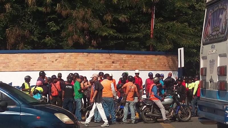 Colectivos chavistas amenazan a las enfermeras para que no protesten
