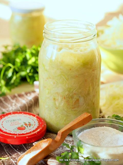 kapusta kiszona, kiszonki, warzywa, przetwory, jak kisic kapuste, sloik z kapusta, kapusta w sloikach