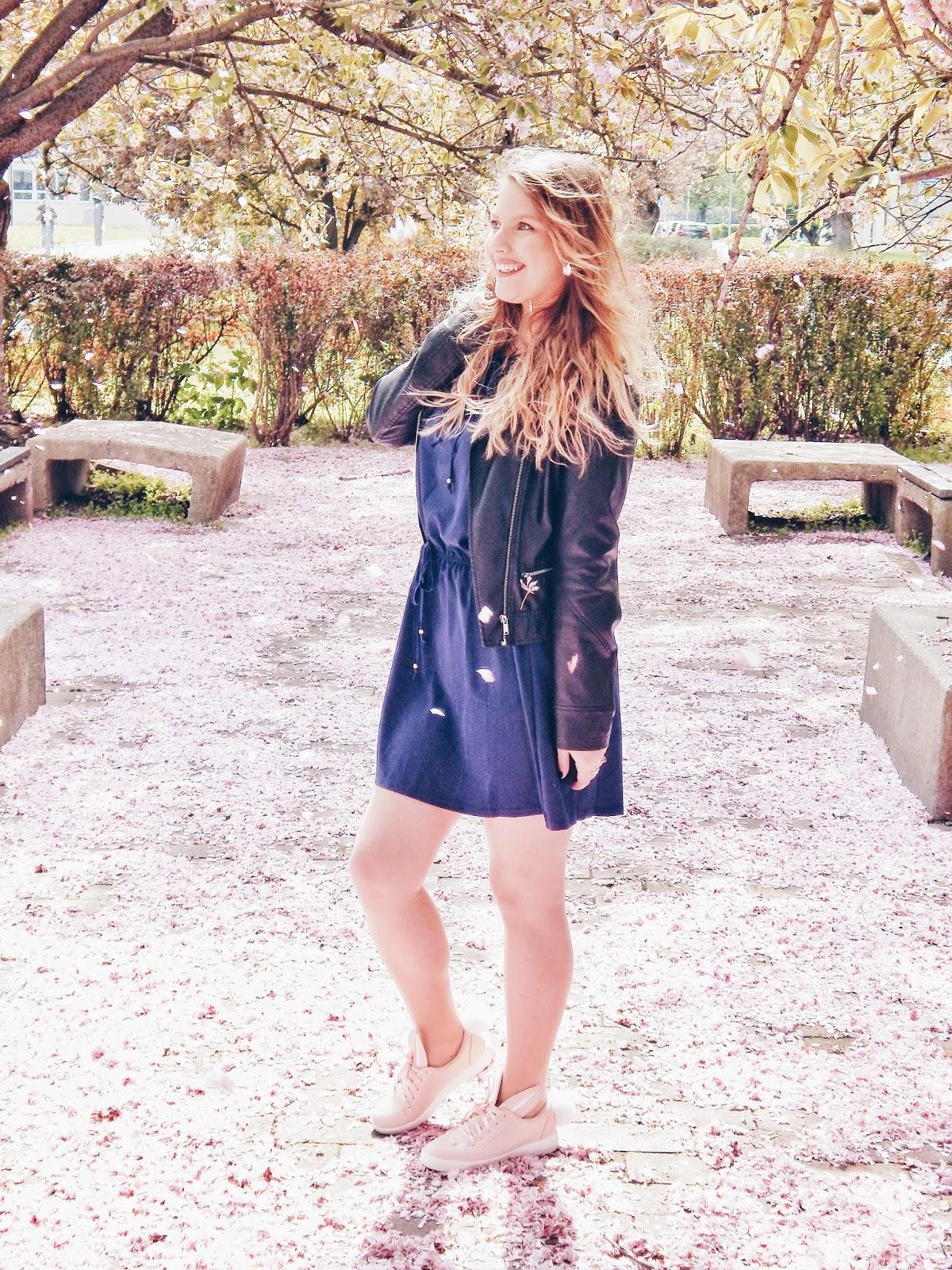 9 melodylaniella gamiss manzana różowe sneakersy króliczki granatowa sukienka skórzana ramoneska pikowana listonoszka szara manzana praga photoshoot sesja zdjęciowa fashion style modnapolka lookbook ootd girls