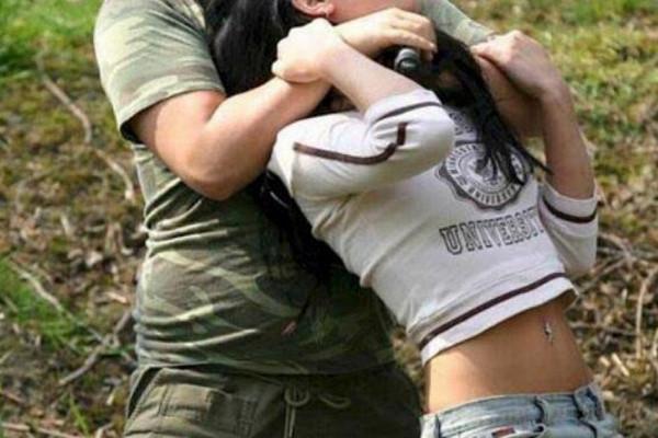 Туристический гид пытался изнасиловать женщину в парке Стамбула