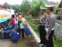 Sat Lantas Polres Rembang Dropping Air Bersih di 2 Desa