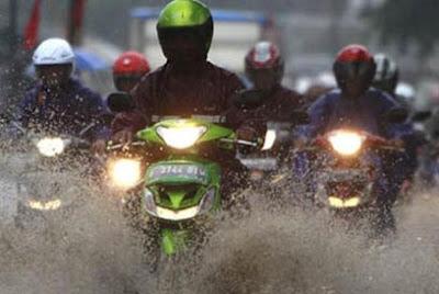 Cara Ampuh Mencegah Motor Berkarat Saat Musim Hujan