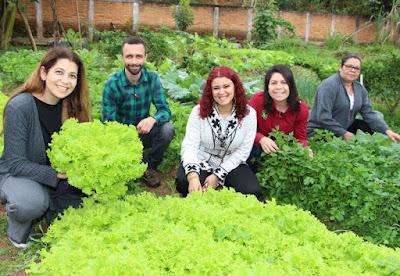 "Primeira-dama Laumar Soares visita ""Horta Educativa"" na escola Profª. Lydia Cortez de Aquino"