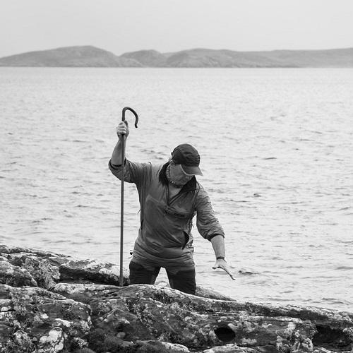 Kevin Percival, fotos en blanco y negro, imagenes de hombre trabajando en lago