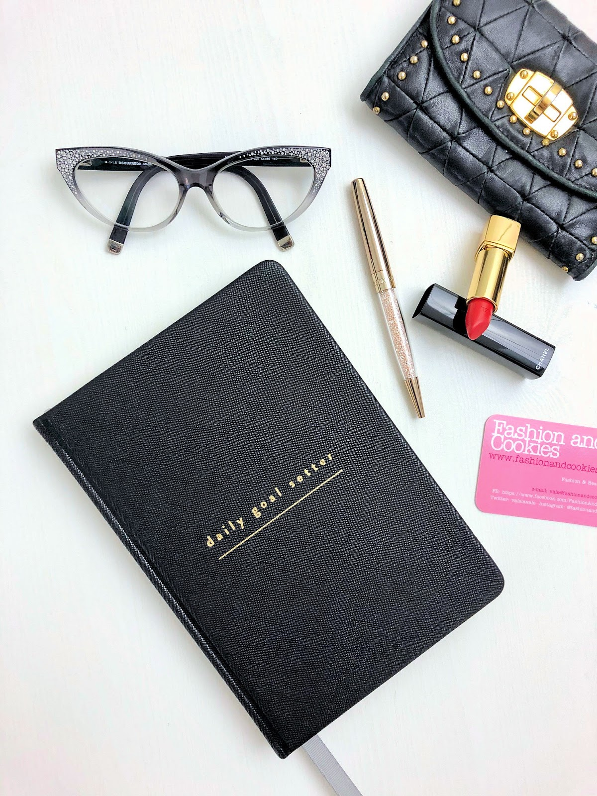 Daily Goal Setter Planner review on Fashion and Cookies fashion blog