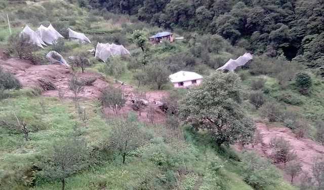 आनी में बादल फटने से सेब के बगीचों सहित मकानों व ज़मीन को भारी नुकसान