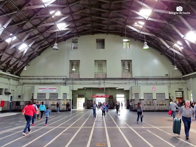 Vista ampla do hall de entrada da Estação Brás - CPTM - São Paulo