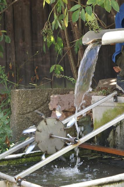 Wasserrad zu verkaufen einzelanfertigung Wasserspiel im Garten