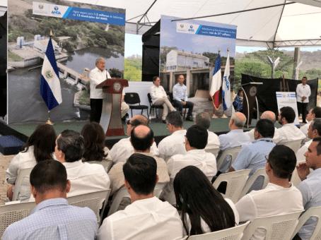 Presidente de El Salvador pide ley para regular derecho al agua