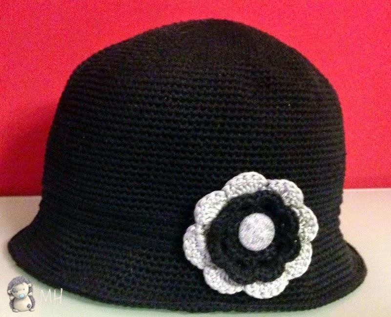 Sombrero cloche con flor