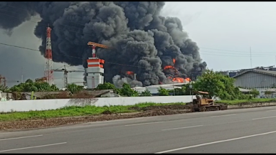 Kapal tanker terbakar di Belawan