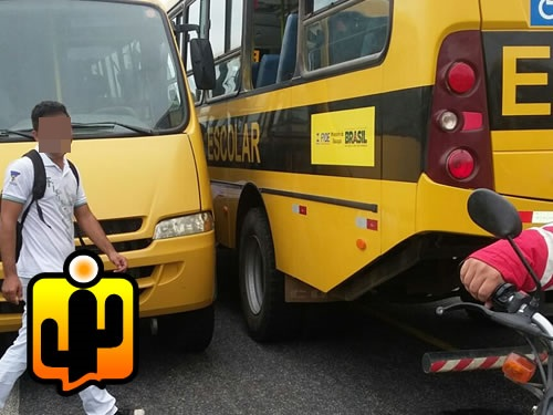 Ônibus escolar falta combustível e alunos ficam as margens de rodovia na cidade de Lastro-PB