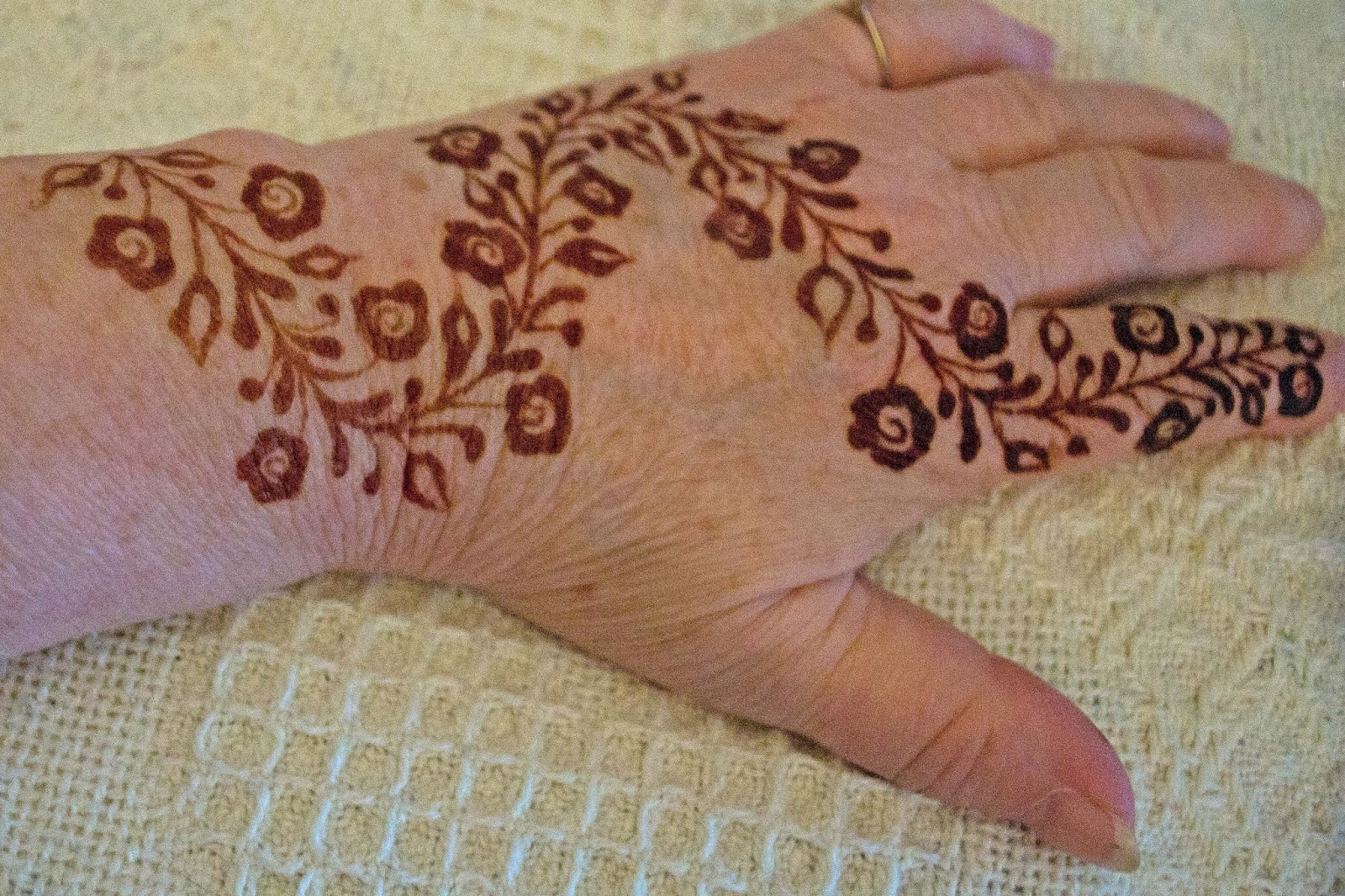 Musings meanderings and merriment from rose renaissance for Henna tattoo process