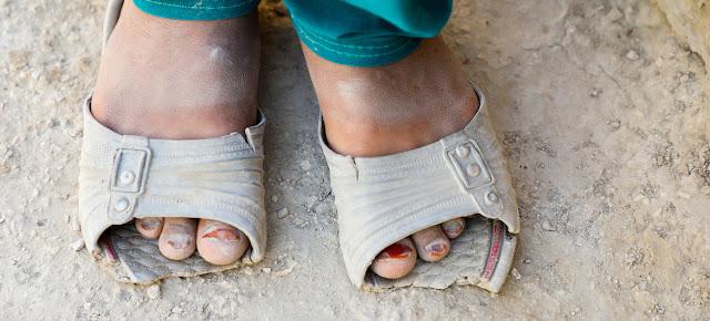 COVID-19 y sus consecuencias han empujado a millones de personas en todo el mundo a una pobreza más profunda.© UNICEF/Fazel