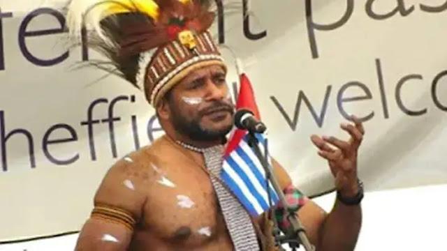 Benny Wenda dilaporkan secara terbuka mengumumkan diri sebagai Presiden Sementara Republik Papua Barat yang sekaligus mengumumkan kemerdekaan Papua Barat bersamaan dengan ulang tahun Organisasi Papua Merdeka (OPM), pemerintah tidak membuat kebijakan yang sebanding dalam menangani kasus-kasus sama yang di anggap makar, pemecah-belah NKRI, Anti Pancasila dan terorisme.