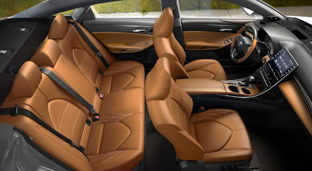 toyota-avalon-limited-spacious-room