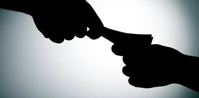 Từ ngày 1/7, công chức nhận tiền của người vi phạm sẽ bị buộc thôi việc