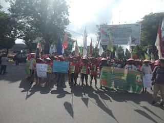 Ratusan Petani Asal Sumatra utara Lakukan Aksi Jalan Kaki dari Medan Menuju Istana Negara