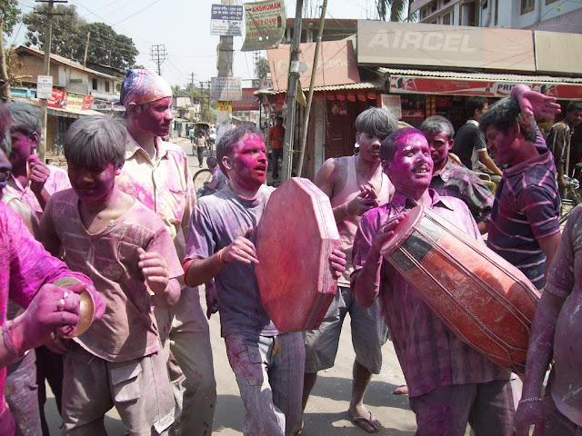 Holi Essay In Hindi - होली के शुभ अवसर पर नृत्य मंडली