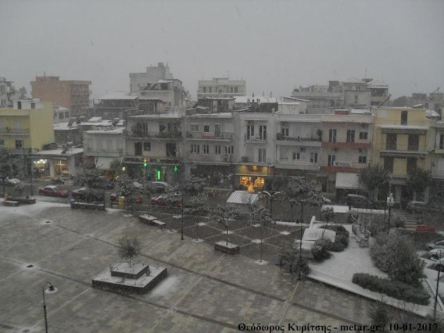Χιονισμένη η πλατεία δημαρχείου στην Ηγουμενίτσα (6 ΦΩΤΟ)
