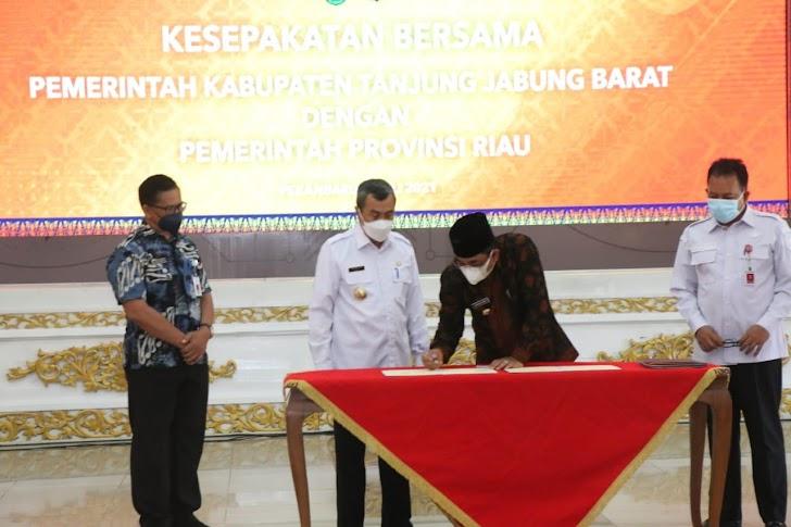 Bupati H. Anwar Sadat M. Ag hadiri penandatangan kerjasama dengan pemerintah Provinsi Riau