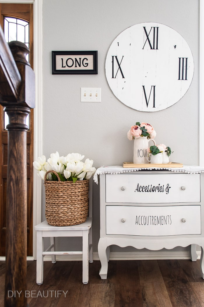 farmhouse DIY clock and entryway
