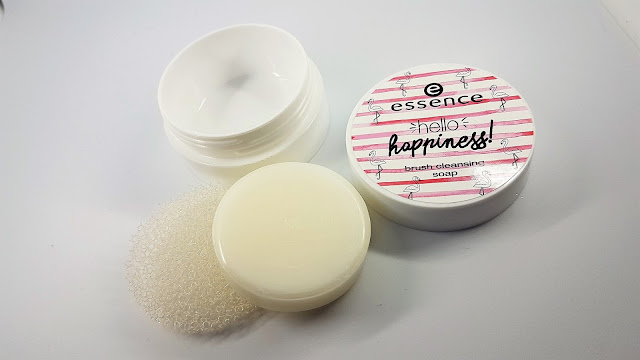 novità essence - brush cleansing soap_02