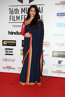 Aishwarya Rai In Blue Saree 4