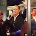 «Είναι ωραίο να είσαι Έλληνας»: Τι είπε ο Τομ Χανκς σε άπταιστα Ελληνικά όταν πήρε το μικρόφωνο (βίντεο)