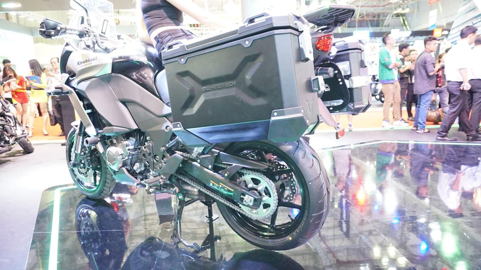 Xe được trang bị hai thùng chứa đồ lớn, hai vị trí ngồi cực thoải mái