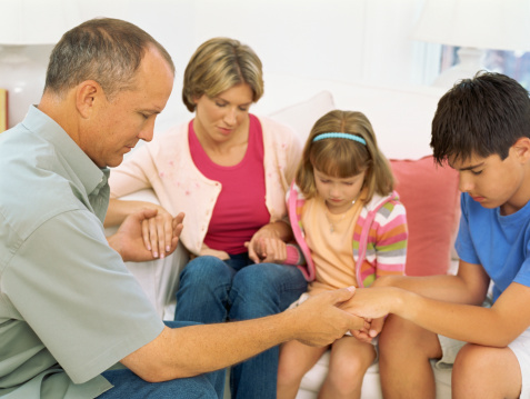 Melibatkan Tuhan dalam Kehidupan Keluarga