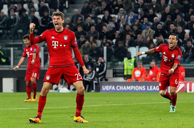Thomas Müller célébrant un but avec le Bayern Munich lors du match aller à Turin
