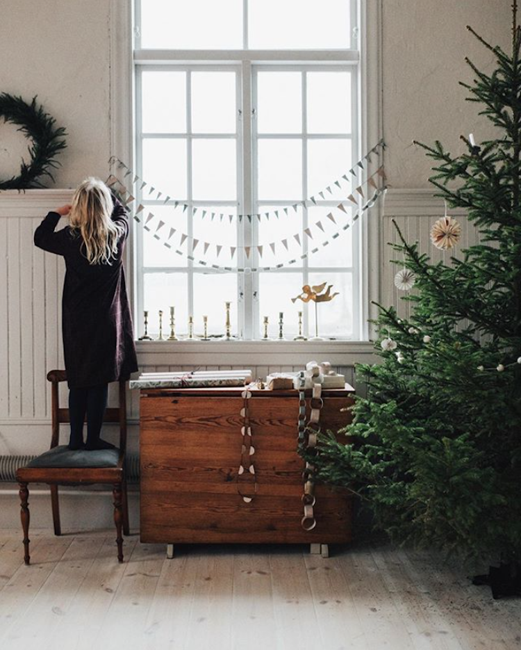 3 Beautiful Christmas Decorations You Can Make From Wallpaper!