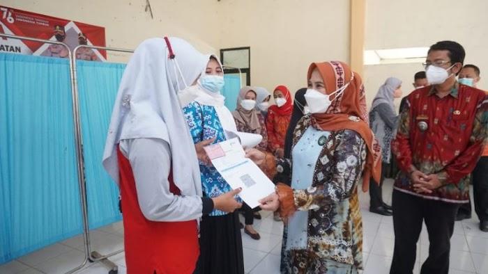 Di Kecamatan Penengahan, Bunda Win Pantau Pelaksanaan Vaksinasi Bagi Tenaga Pendidik Paud